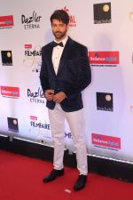 Hrithik Roshan at the Red Carpet Of Filmfare Glamour & Style Awards on 1st Dec 2017 (256)_5a224618eed34.JPG