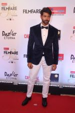 Hrithik Roshan at the Red Carpet Of Filmfare Glamour & Style Awards on 1st Dec 2017 (260)_5a22461b8da4f.JPG