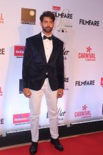 Hrithik Roshan at the Red Carpet Of Filmfare Glamour & Style Awards on 1st Dec 2017 (261)_5a22461c40d75.JPG