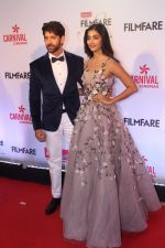 Hrithik Roshan, Pooja Hegde at the Red Carpet Of Filmfare Glamour & Style Awards on 1st Dec 2017