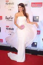 Jacqueline Fernandez at the Red Carpet Of Filmfare Glamour & Style Awards on 1st Dec 2017