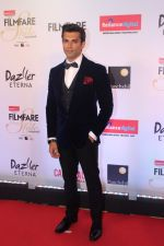 Karan Singh Grover at the Red Carpet Of Filmfare Glamour & Style Awards on 1st Dec 2017 (67)_5a2247652f12f.JPG