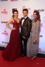 Kriti Sanon, Karan Johar, Sonakshi Sinha at the Red Carpet Of Filmfare Glamour & Style Awards on 1st Dec 2017