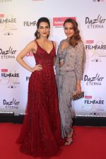 Kriti Sanon, Sonakshi Sinha at the Red Carpet Of Filmfare Glamour & Style Awards on 1st Dec 2017
