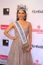 Manushi Chillar at the Red Carpet Of Filmfare Glamour & Style Awards on 1st Dec 2017 (101)_5a22487900abd.JPG