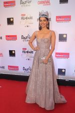 Manushi Chillar at the Red Carpet Of Filmfare Glamour & Style Awards on 1st Dec 2017
