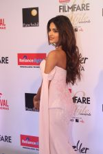 Nidhhi Agerwal at the Red Carpet Of Filmfare Glamour & Style Awards on 1st Dec 2017 (157)_5a22494069f31.JPG
