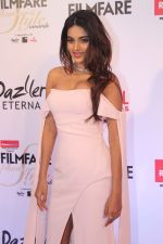 Nidhhi Agerwal at the Red Carpet Of Filmfare Glamour & Style Awards on 1st Dec 2017 (160)_5a224942530f0.JPG
