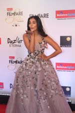 Pooja Hegde at the Red Carpet Of Filmfare Glamour & Style Awards on 1st Dec 2017 (242)_5a2246b46ca79.JPG