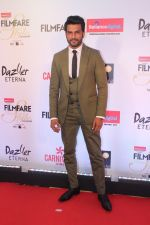 Sharad Kelkar at the Red Carpet Of Filmfare Glamour & Style Awards on 1st Dec 2017 (39)_5a224a5678572.JPG