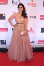 Sonali Kulkarni at the Red Carpet Of Filmfare Glamour & Style Awards on 1st Dec 2017 (51)_5a224a92c0581.JPG
