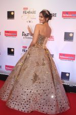 Sonam Kapoor at the Red Carpet Of Filmfare Glamour & Style Awards on 1st Dec 2017