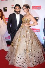 Sonam Kapoor, Harshvardhan Kapoor at the Red Carpet Of Filmfare Glamour & Style Awards on 1st Dec 2017 (218)_5a2245e8c5529.JPG
