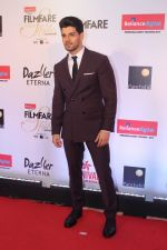 Sooraj Pancholi at the Red Carpet Of Filmfare Glamour & Style Awards on 1st Dec 2017 (367)_5a224abac811a.JPG