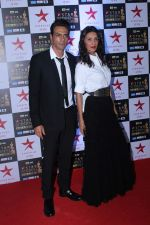 Arjun Rampal, Meher Jessia at the Red Carpet of Star Screen Awards in Mumbai on 3rd Dec 2017 (133)_5a24cd5f1bc97.JPG