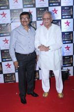 Gulzar at the Red Carpet of Star Screen Awards in Mumbai on 3rd Dec 2017 (110)_5a24ce7106265.JPG