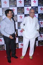 Gulzar at the Red Carpet of Star Screen Awards in Mumbai on 3rd Dec 2017 (111)_5a24ce718e5e8.JPG