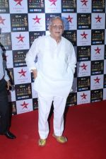 Gulzar at the Red Carpet of Star Screen Awards in Mumbai on 3rd Dec 2017 (112)_5a24ce7224b7c.JPG