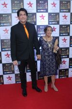 Shiamak Dawar at the Red Carpet of Star Screen Awards in Mumbai on 3rd Dec 2017 (7)_5a24cfdd7cb3c.JPG