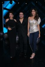Govinda, Raveena Tandon, Shilpa Shetty On the Sets Of Super Dancer - Chapter 2 on 4th Dec 2017 (33)_5a26327107a0f.JPG