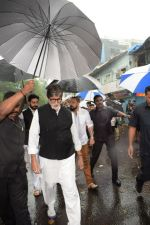 Amitabh Bachchan at Shashi Kapoor Funeral on 4th Nov 2017 (26)_5a2807d021909.jpg