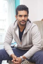 Angad Bedi at the Interview For Film Tiger Zinda Hai on 5th Nov 2017 (22)_5a281fe9d0329.JPG