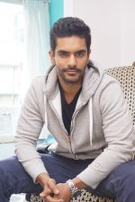Angad Bedi at the Interview For Film Tiger Zinda Hai on 5th Nov 2017 (23)_5a281fd956098.JPG