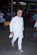 Gulzar Spotted At Airport on 6th Dec 2017 (11)_5a281ce5912a3.JPG