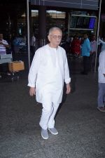 Gulzar Spotted At Airport on 6th Dec 2017 (12)_5a281ce624a70.JPG