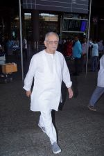 Gulzar Spotted At Airport on 6th Dec 2017 (13)_5a281ce6ae64f.JPG