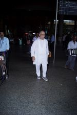 Gulzar Spotted At Airport on 6th Dec 2017 (7)_5a281ce32f76c.JPG