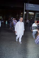 Gulzar Spotted At Airport on 6th Dec 2017 (9)_5a281ce45f49e.JPG