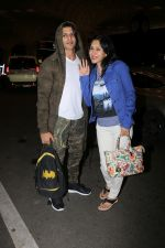 Karanvir Bohra With Wife Teejay Sidhu Spotted At Airport on 6th Dec 2017 (13)_5a28db5ad82c7.JPG