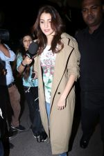 Anushka Sharma spotted At Airport on 7th Dec 2017 (23)_5a2a3bc4b6273.JPG
