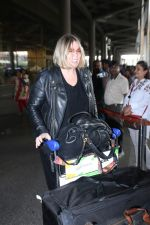 Mia Michaels Spotted At Airport on 8th Dec 2017 (10)_5a2be4bebc50c.JPG