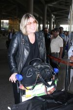 Mia Michaels Spotted At Airport on 8th Dec 2017 (13)_5a2be4c12e735.JPG