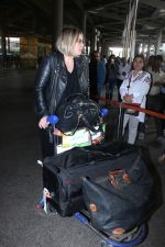 Mia Michaels Spotted At Airport on 8th Dec 2017 (17)_5a2be4c57a1f0.JPG