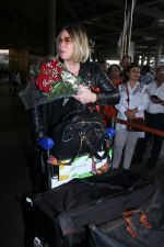 Mia Michaels Spotted At Airport on 8th Dec 2017 (27)_5a2be4ce20161.JPG