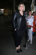 Mia Michaels Spotted At Airport on 8th Dec 2017 (30)_5a2be4d336e1f.JPG