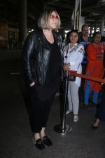 Mia Michaels Spotted At Airport on 8th Dec 2017 (37)_5a2be4ddf3f29.JPG
