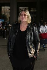 Mia Michaels Spotted At Airport on 8th Dec 2017 (49)_5a2be4ed193d2.JPG