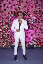 Jackie Shroff at the Red Carpet Of Lux Golden Rose Awards 2017 on 10th Dec 2017 (53)_5a2e0dab971d1.JPG