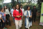 Juhi Chawla Support Plastic free Cuffe Parade Campaign on 10th Dec 2017 (17)_5a2e05c3204be.JPG