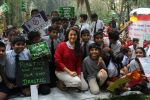 Juhi Chawla Support Plastic free Cuffe Parade Campaign on 10th Dec 2017 (21)_5a2e05c5cc715.JPG