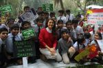Juhi Chawla Support Plastic free Cuffe Parade Campaign on 10th Dec 2017 (22)_5a2e05c6a3d43.JPG