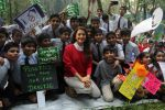 Juhi Chawla Support Plastic free Cuffe Parade Campaign on 10th Dec 2017 (24)_5a2e05c7c068e.JPG