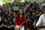 Juhi Chawla Support Plastic free Cuffe Parade Campaign on 10th Dec 2017 (28)_5a2e05ca3455a.JPG