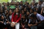 Juhi Chawla Support Plastic free Cuffe Parade Campaign on 10th Dec 2017 (29)_5a2e05cad79a7.JPG