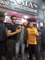 Pulkit Samrat, Manjot Singh, Varun Sharma at the Success Celebration Of Fukrey Returnson 10th Dec 2017 (16)_5a2e36aec1851.jpg