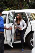 Bipasha Basu Spotted At Juhu on 12th Dec 2017 (3)_5a30d6444d710.jpg